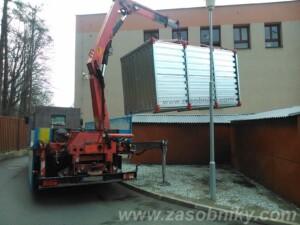 skladov' kontejnery s dopravou