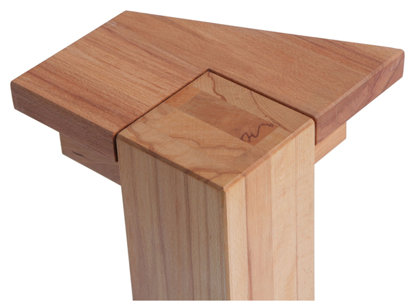Noha stolu
