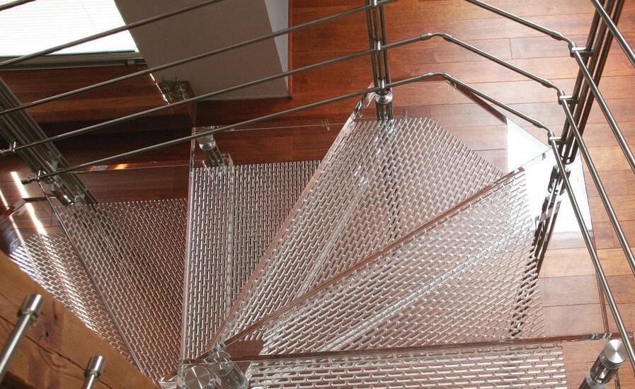 Schodišťové nášlapy z plexiskla