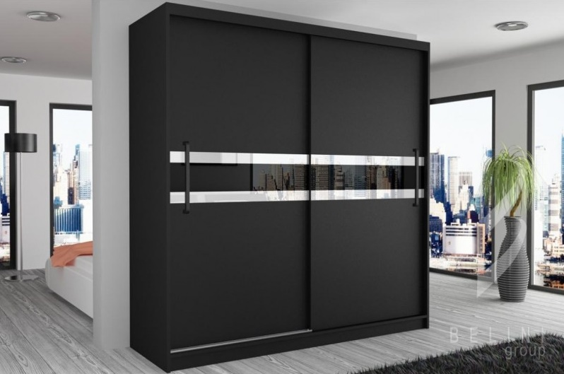 Šatní skříň s posuvnými dveřmi se skleněným vzorem