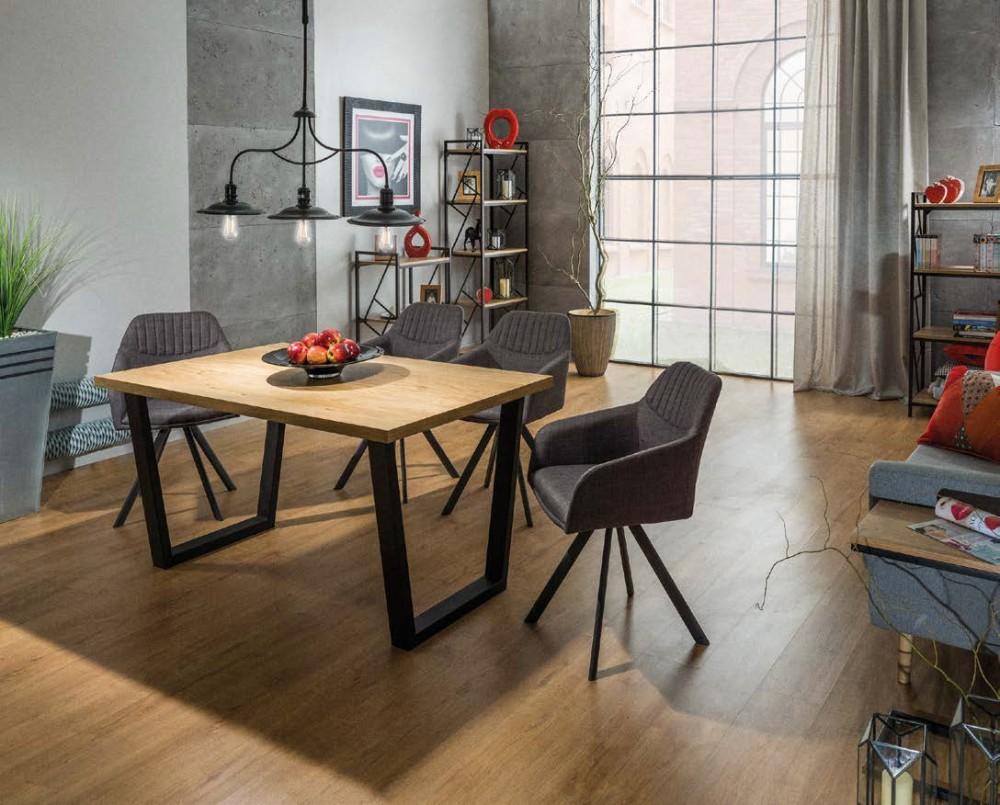 Jidelni stůl